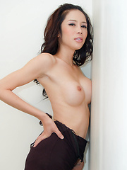 Asian shemale gets fucked and comes hard