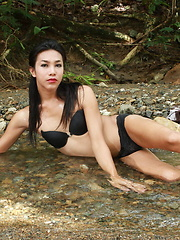 T-girl Ronda freshens up her superb naked body in a river bed
