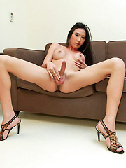 Sexy-as-fuck layboy in hot solo