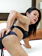 Tranny Jooy fingers her ass and cums