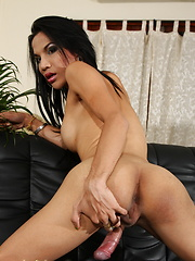 Naughty hottie Fay strips & jerks